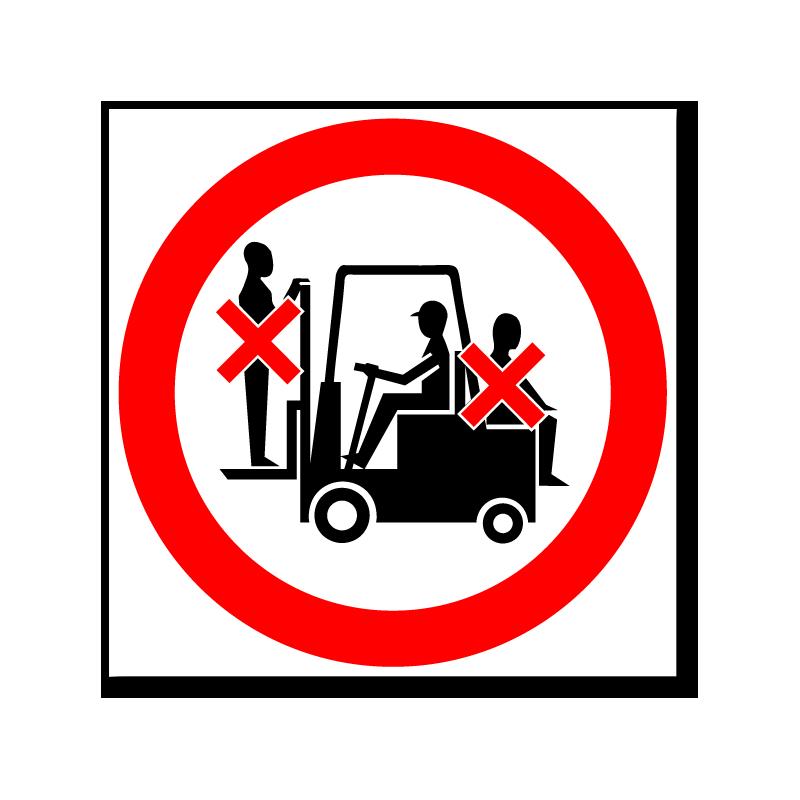 Запрещается выдергивать вилку держась за провод